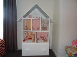 Doll Houses -  Doll House with Drawer